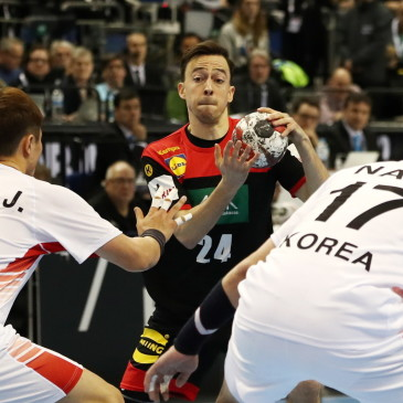 epa07273853 Patrick Groetzki (C) of Germany in action Jeong Jaewan of Korea (L) and Na Seungdo of Korea (R) during the match between Germany and Korea at the IHF Men's Handball World Championship in Berlin, Germany, 10 January 2019.  EPA/HAYOUNG JEON