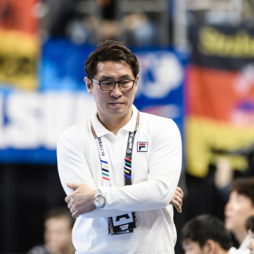 epa07273885 Head coach Cho Young-shin of Korea by the end of the match between Germany and Korea at the IHF Men's Handball World Championship in Berlin, Germany, 10 January 2019.  EPA/CLEMENS BILAN