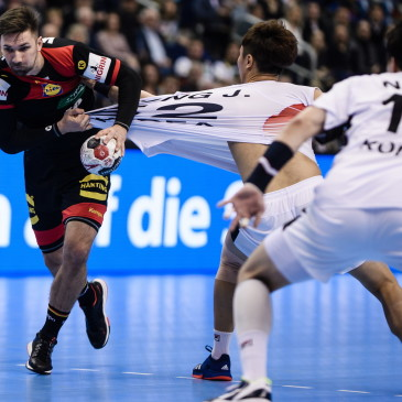 epa07273926 Fabian Wiede (L) of Germany tries to score during the match between Germany and Korea at the IHF Men's Handball World Championship in Berlin, Germany, 10 January 2019.  EPA/CLEMENS BILAN