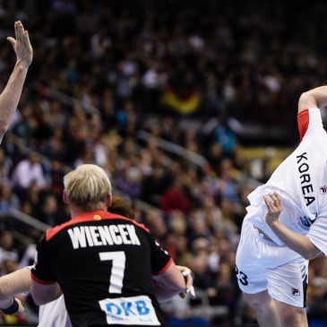 epa07273936 Park Kwangsoon of Korea (R) tries to score in action against Finn Lemke of Germany (L) and Patrick Wiencek of Germany (2-L) during the match between Germany and Korea at the IHF Men's Handball World Championship in Berlin, Germany, 10 January 2019.  EPA/CLEMENS BILAN