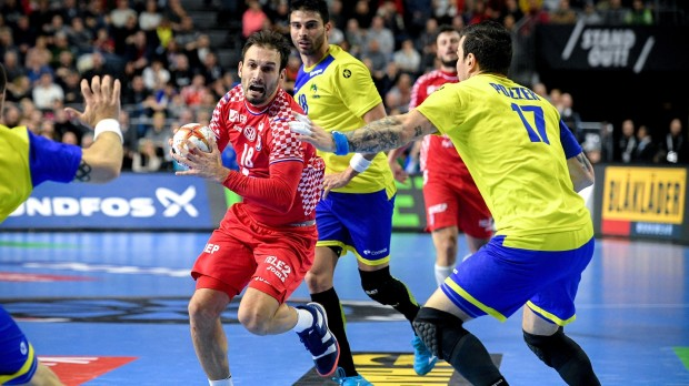 epa07304147 Igor Karacic of Croatia (L) in action against Alexandro Pozzer of Brazil (R) during the main round group one match between Brazil and Croatia at the IHF Men's Handball World Championship in Cologne, Germany, 20 January 2019.  EPA/SASCHA STEINBACH