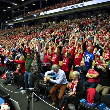 "epa07325333 Fans doing ""the Wave"" before the men's IHF Handball World Championship gold medal match between Denmark and Norway in Herning, Denmark, 27 January 2019.  EPA/HENNING BAGGER DENMARK OUT"