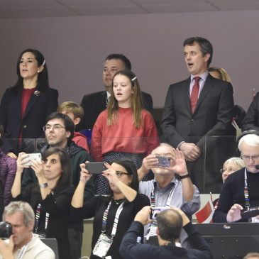 epa07325533 Crown Prince Frederik and Crownprincess Mary with children and the Danish Prime Minister Lars Lokke Rasmussen, right, before the men's IHF Handball World Championship gold medal match between Denmark and Norway in Herning, Denmark,  27 January 2019.  EPA/Liselotte Sabroe DENMARK OUT