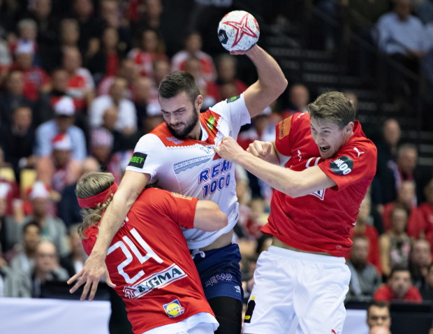 epa07294478 Eivind Tangen of Norway against Magnus Landin of Denmark during the men's IHF Handball World Championship Group C match between Denmark and Norway in Herning, Denmark, 17 January 2019. EPA/HENNING BAGGER DENMARK OUT epa07294478 Eivind Tangen of Norway against Magnus Landin of Denmark during the men's IHF Handball World Championship Group C match between Denmark and Norway in Herning, Denmark, 17 January 2019. EPA/HENNING BAGGER DENMARK OUT