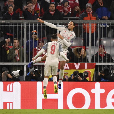 epa07435101 Liverpool's Virgil van Dijk (up) celebrates his 2-1 goal during the UEFA Champions League round of 16 second leg soccer match between FC Bayern Munich and  Liverpool FC at the Allianz Arena Stadium in Munich, Germany, 13 March 2019.  EPA/LUKAS BARTH-TUTTAS