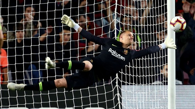 epa07518413 FC Barcelona's goalkeeper Marc-Andre Ter Stegen in action during the Spanish LaLiga match between FC Barcelona and Real Sociedad at Camp Nou stadium in Barcelona, Catalonia, Spain, 20 April 2019.  EPA/Enric Fontcuberta
