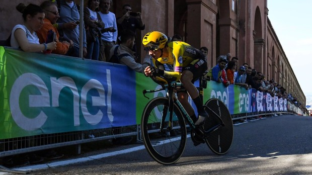 epa07562940 Primoz Roglic, from Slovenia of team Jumbo-Visma in action during the 1st stage of the 102nd Giro d'Italia cycling race, an individual time trial over 08km in Bologna, Italy, 11 May 2019.  EPA/ALESSANDRO DI MEO