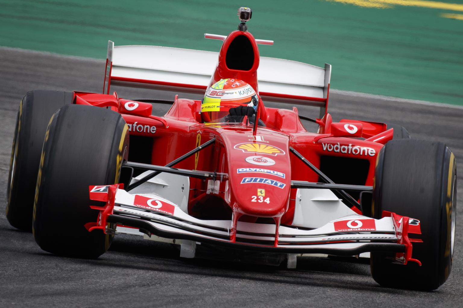 Apja Ferrarijával bemutatózik a Ferrari-ünnepen Mick Schumacher | M4 Sport