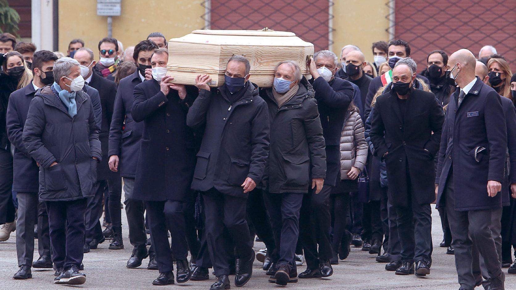 Világbajnok csapattársak és ezrek kísérték utolsó útjára Paolo Rossit